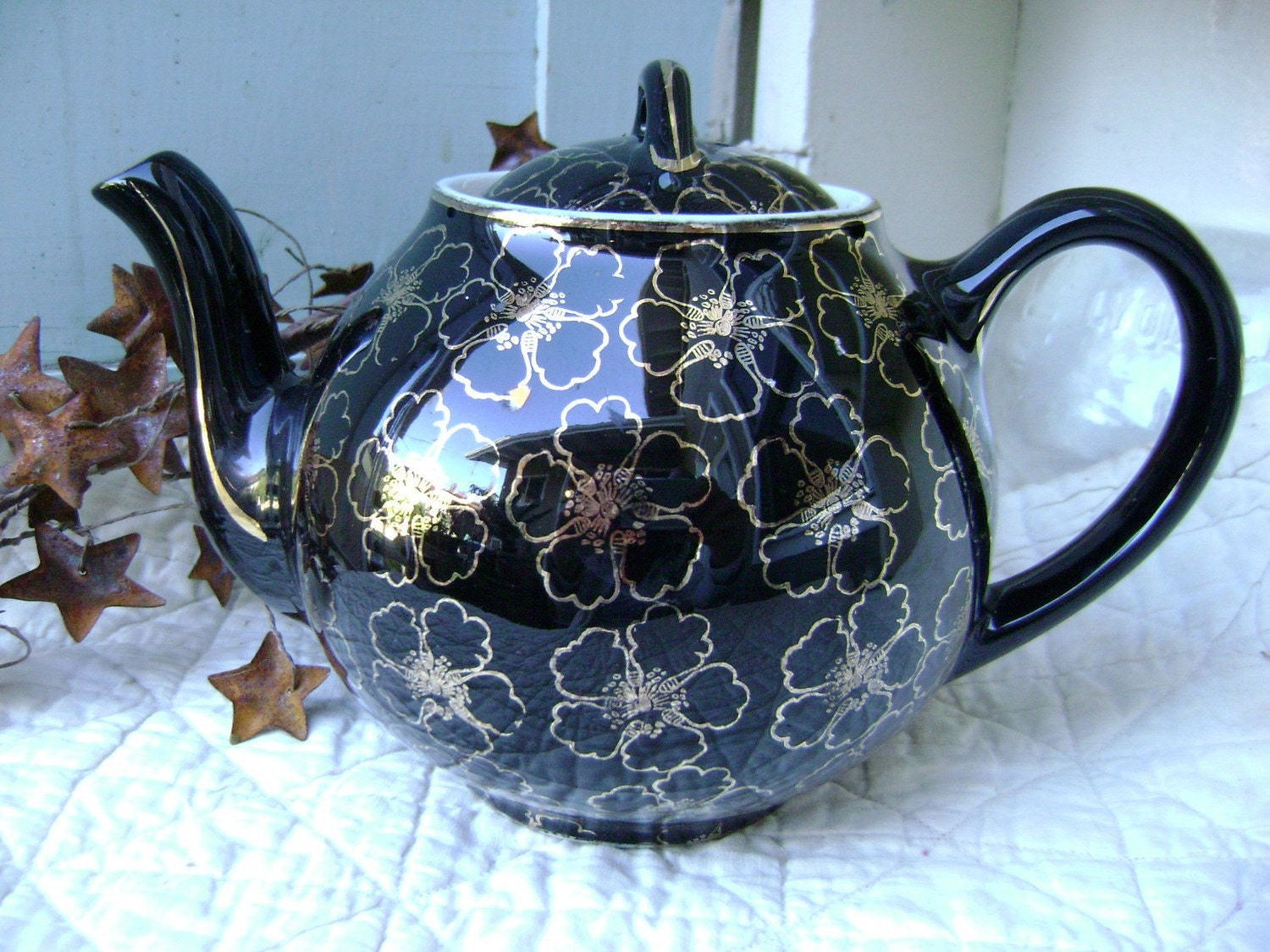 Beautiful Black and Gold Hall Teapot
