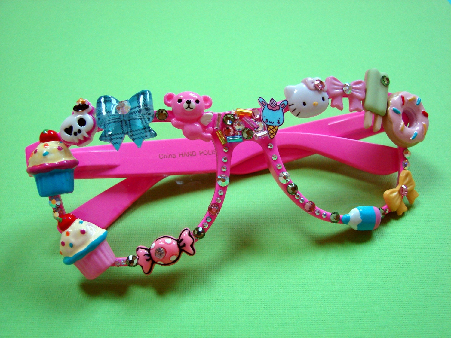 decora glasses with kawaii style