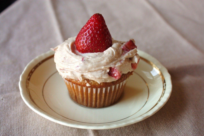Strawberries n' Cream Cupcakes V/GF