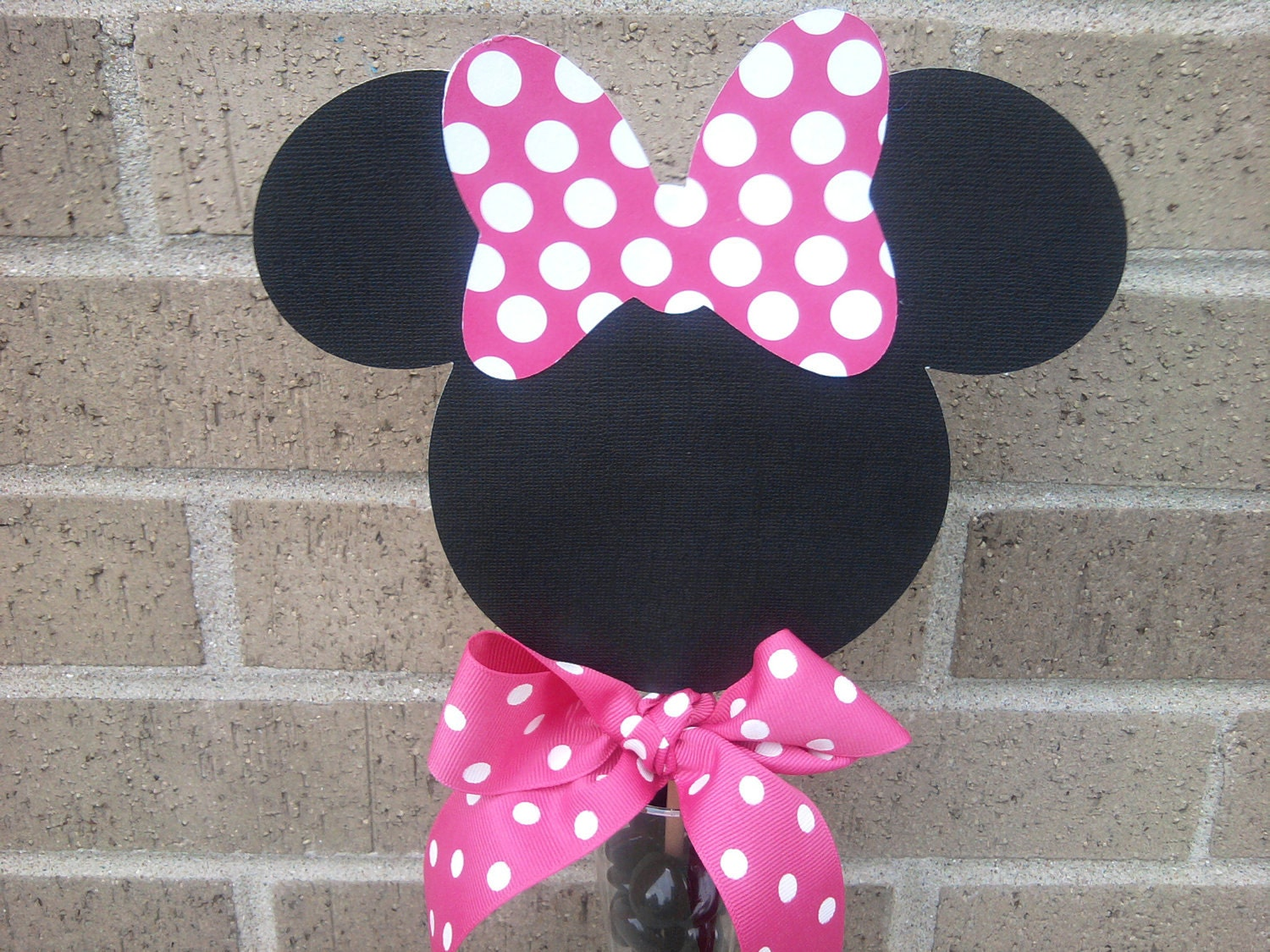 Minnie mouse centerpiece decoration by inspirationsdesign for Baby minnie mouse party decoration