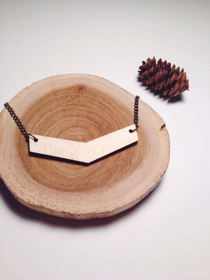 Holz-CHEVRON Halskette / / natürliche Holz Chevron Charme auf eine lange Messingkette