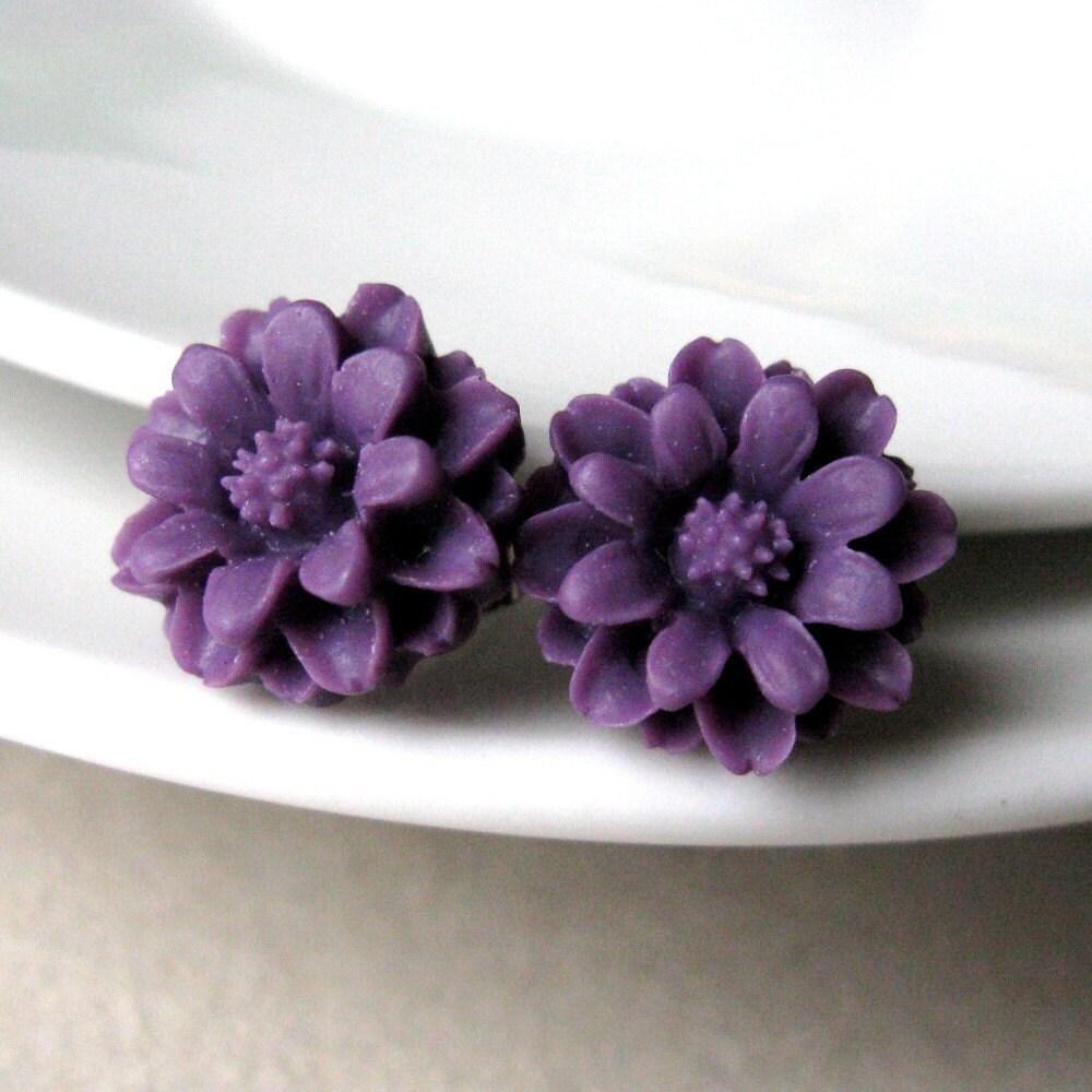 <br />Marigold Flower Post Earrings in Purple