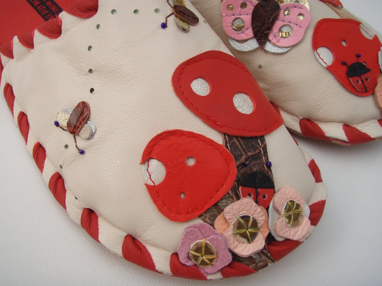 Karmen Sega handmade leather slippers - Red mushrooms and friends