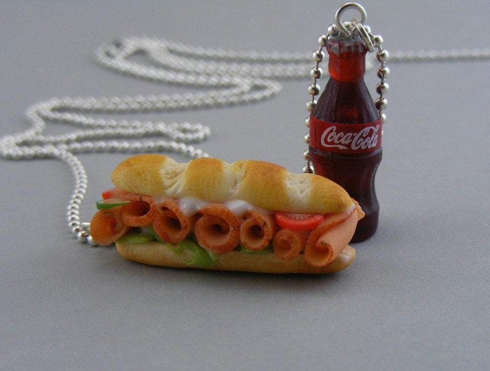 Sub сэндвич с колой Ожерелье