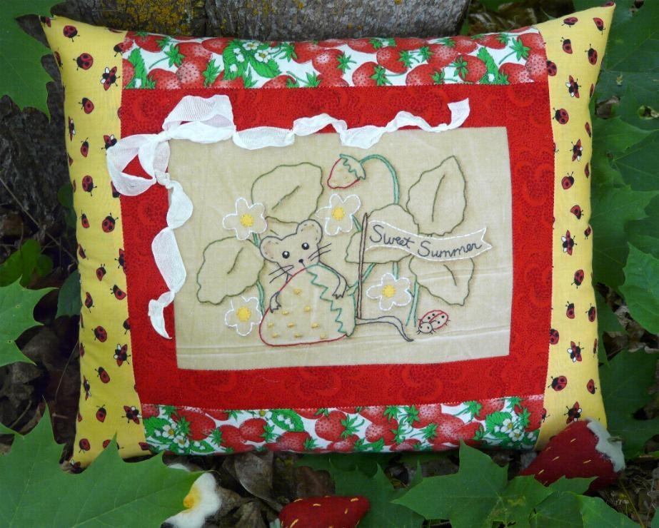 2012 Sweet Summer mouse strawberry Stitchery E Patterrn - primitive mice Pdf  pillow embroidery banner