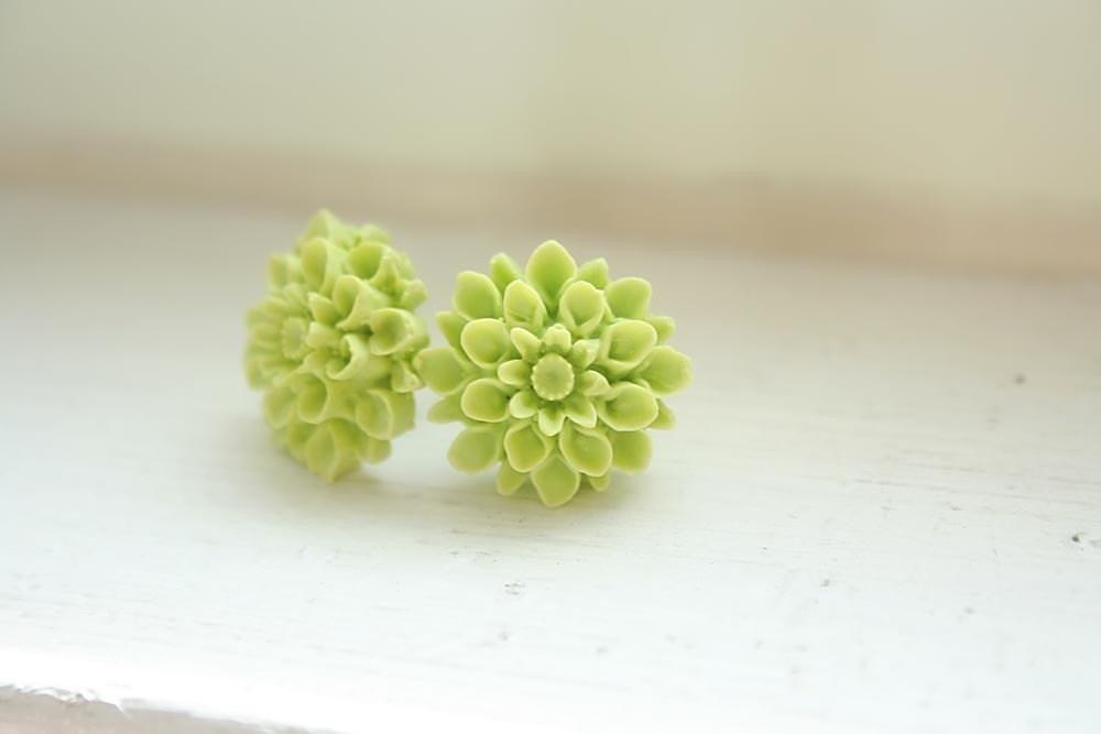 Apple green pompom fiore earrings