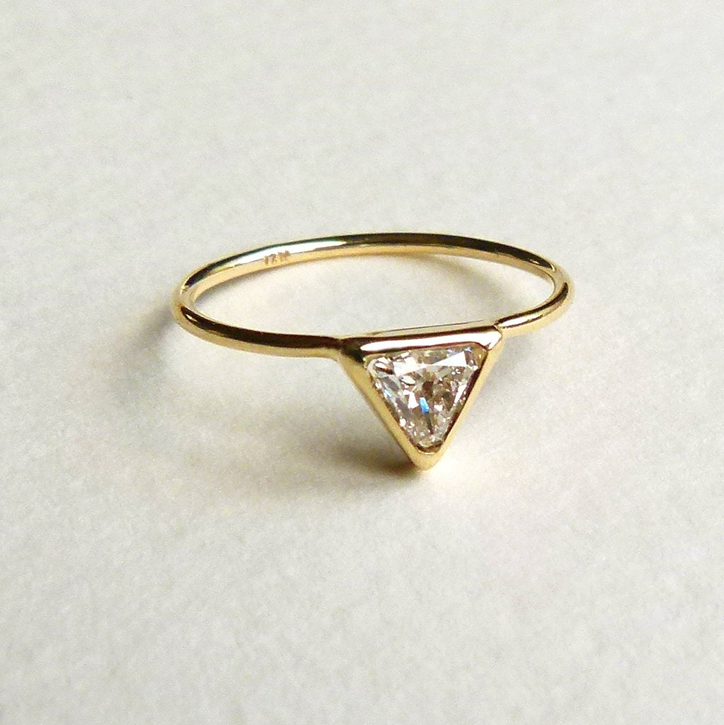 Trillion Diamond Ring - Diamond Engagement Ring - 18k Solid Gold - artemer