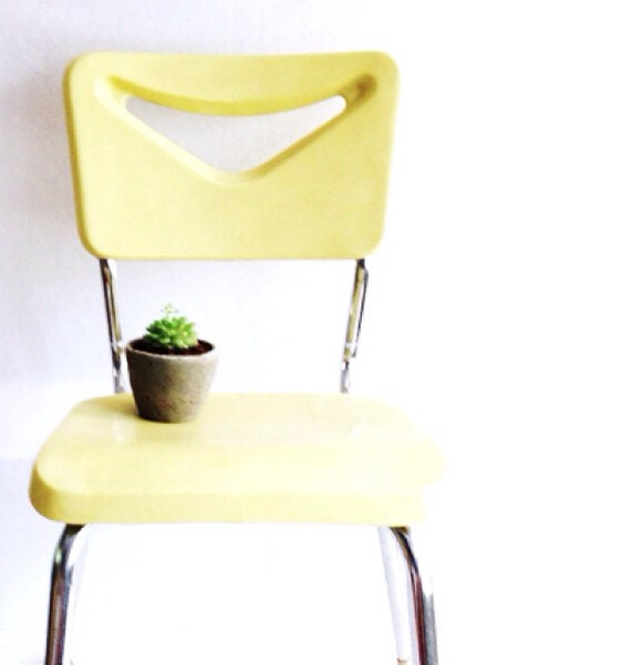 Yellow Mid Century Modern Stacking Chair, Vintage Plastic Chair with Metal Base, Pale Yellow Chair, Vintage School Chair, Bright, Pastel  - pippamarxstudio