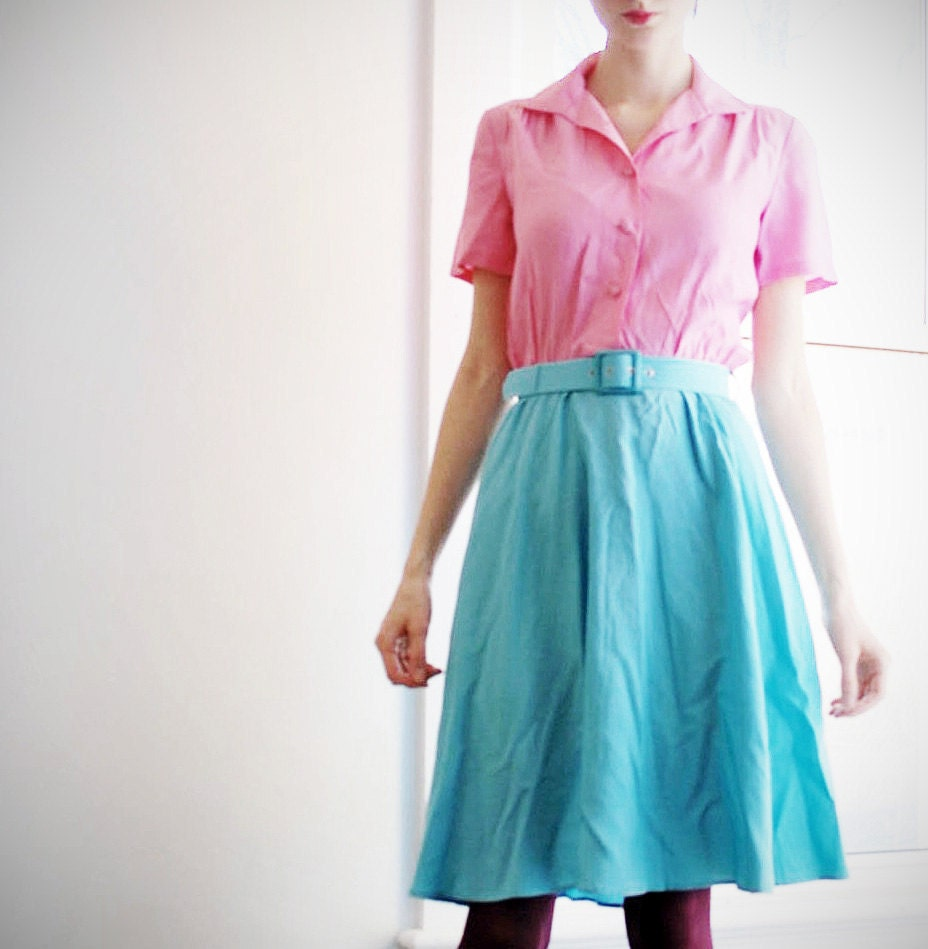 knee length vintage day dress / shirtdress in light pink and turquoise size four/six