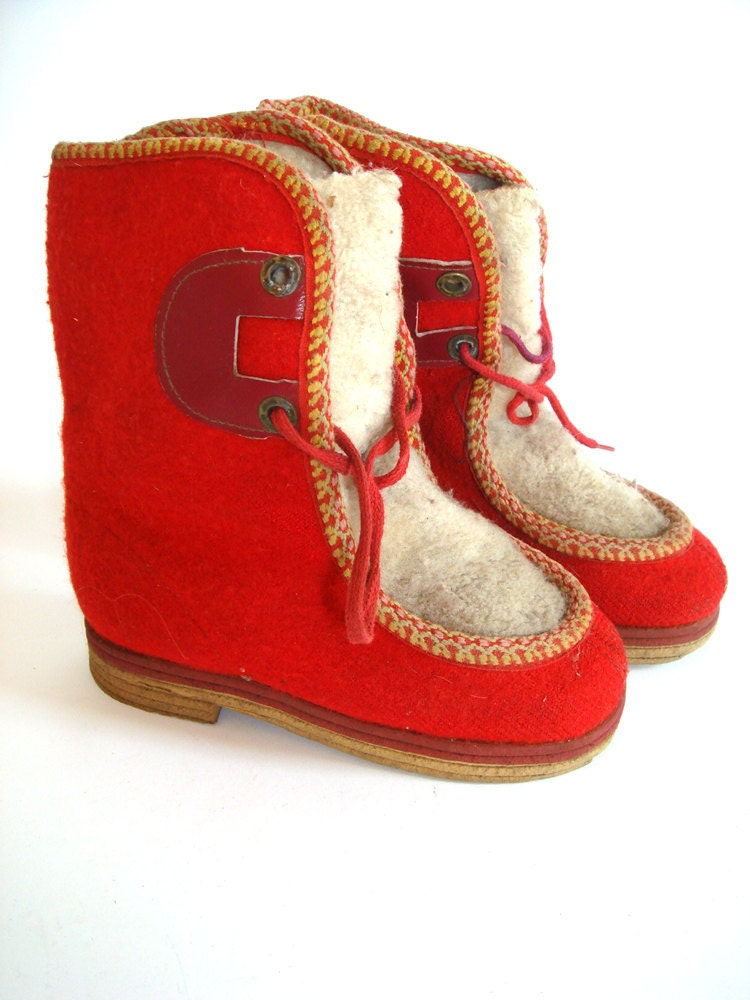 Red winter boots for kids, russian vintage boots made from felt, USSR 1960's - GrandpasTreasury