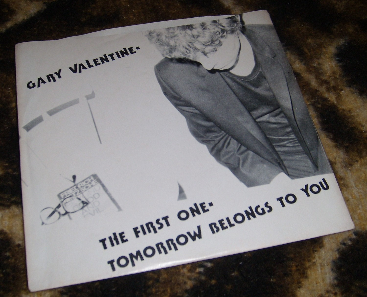 Gary Valentine The First One/Tomorrow Belongs to You 45 Beat 001 Blondie