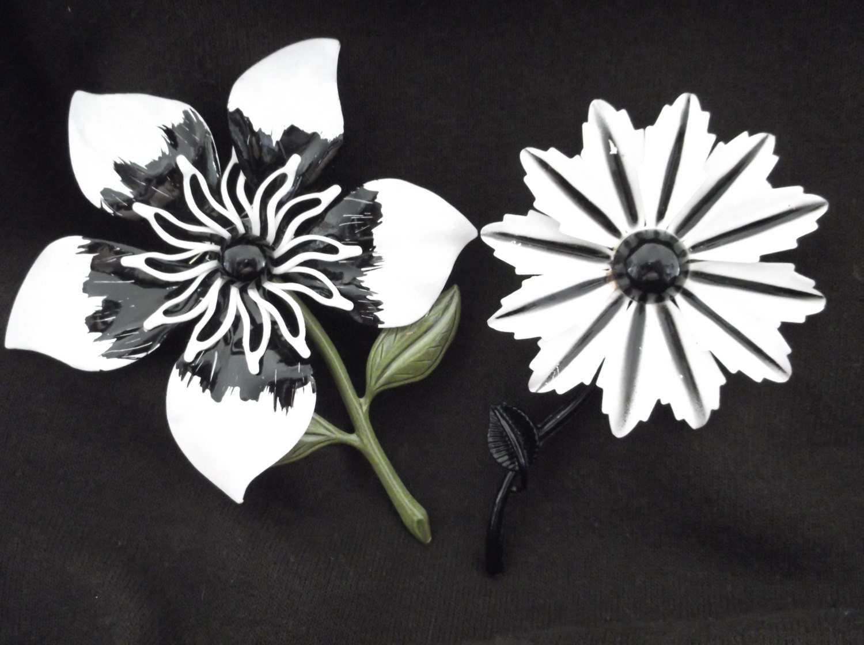 2 Retro Vintage 1960's-70's Black & White Enamel Flower Brooches - GrandmasVault