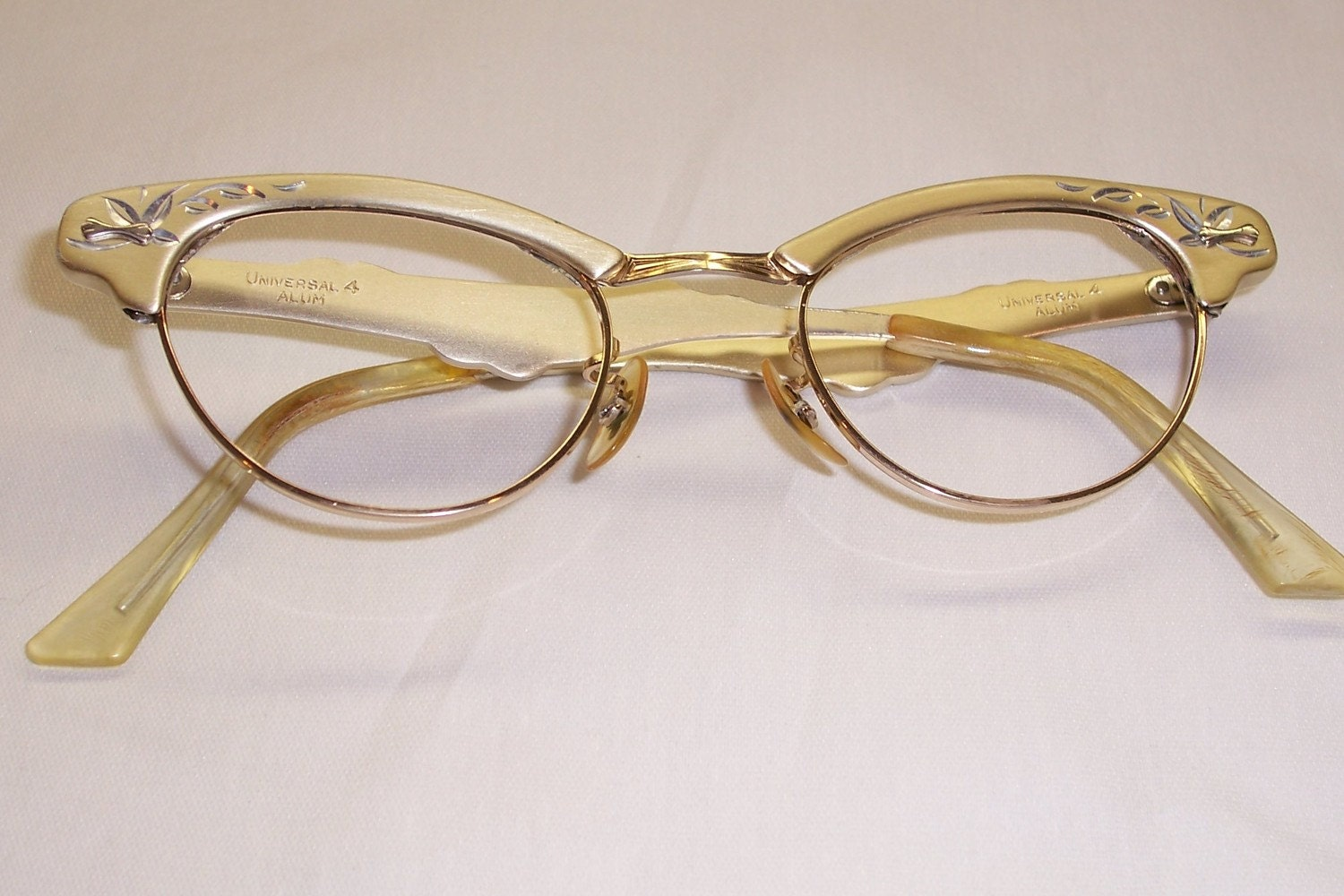Vintage Cateye Frame from Universal