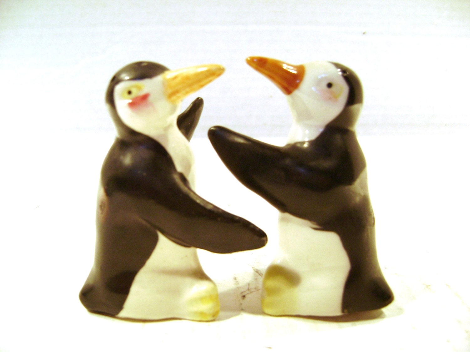 Vintage salt and pepper shakers hugging kissing by junquegypsy - Hugging salt and pepper shakers ...