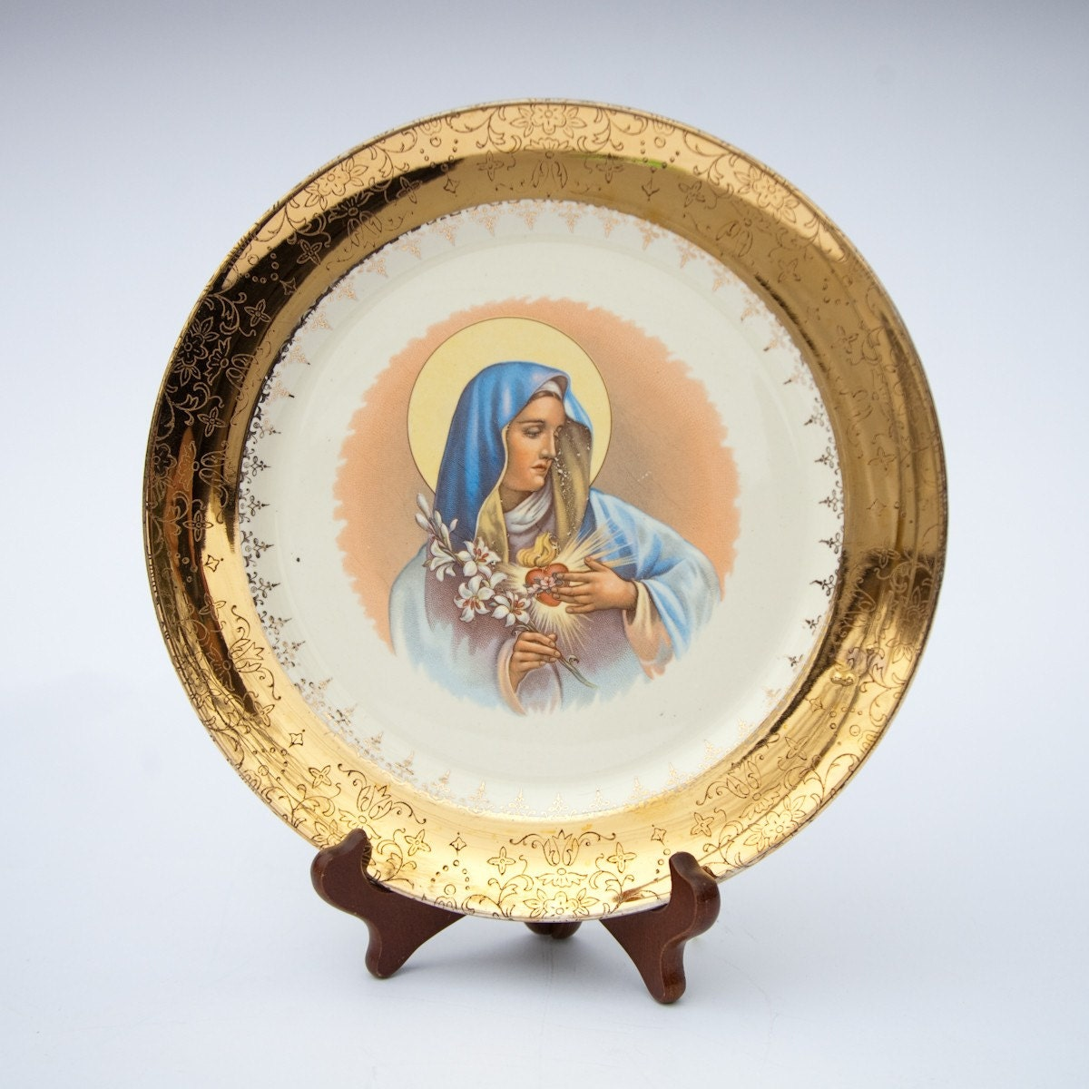 gold - rimmed Virgin Mary plate: Sacred Heart