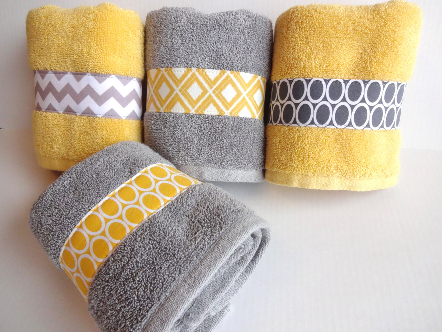 set of 4 yellow and grey bath towels yellow and grey by augustave. Black Bedroom Furniture Sets. Home Design Ideas