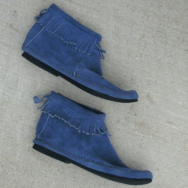 Fringed Blue Suede Minnetonka Moccasin Booties Size 7.5