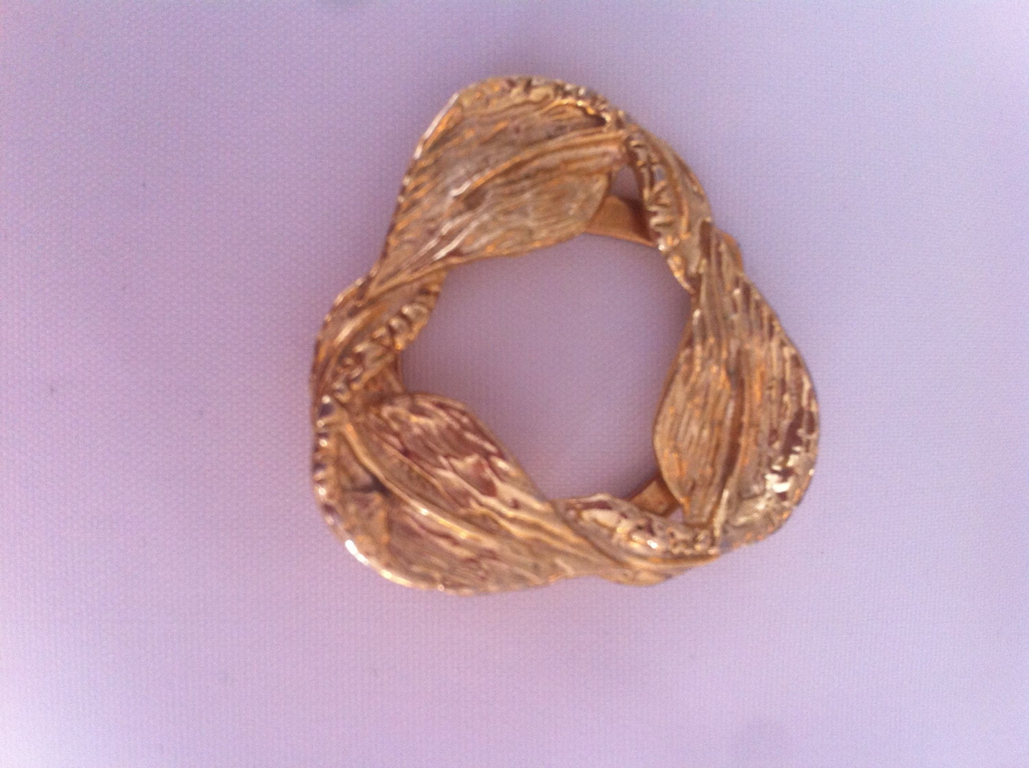gold tone infinity wreath 50s antique vintage brooch scarf clip pin retro jewellery jewelry