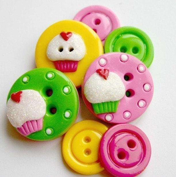 Sweet Cakes (handmade buttons set of 7)