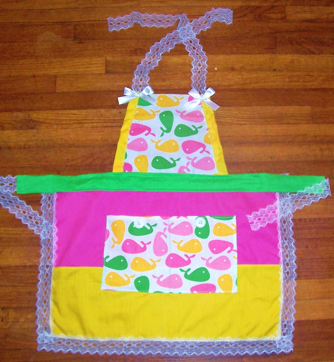 FREE S/H US 3T 4T  4/5 Small Girls Lace Trim Whale Kitchen Apron