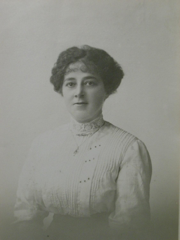 Postal Britânico Antique - jovem mulher bonita, Crochet irlandês em sua Collar, circa 1905