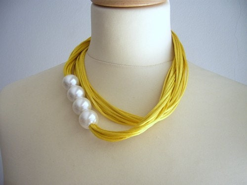Yellow and pearls necklace