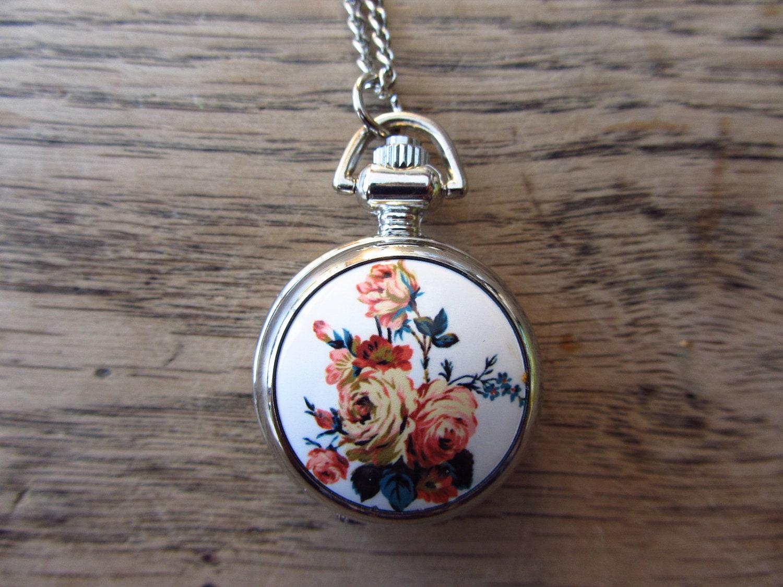 Vintage klokje met bloemen - ketting inbegrepen - 121103