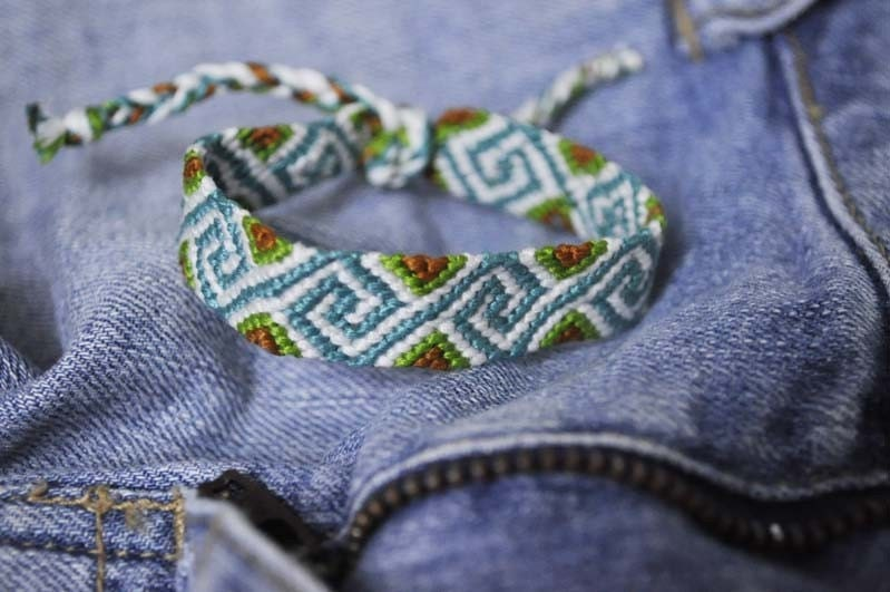 Friendship bracelet embroidery floss pattern free