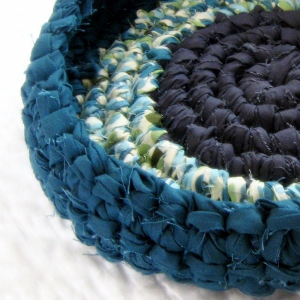 Raindrop Rag Basket - Crochet Fabric Strips