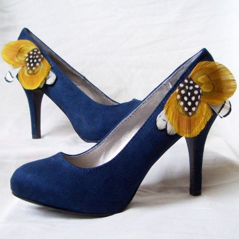 SUMMER IN HEELS - Navy Blue Suede Pumps with Yellow Peacock Feathers