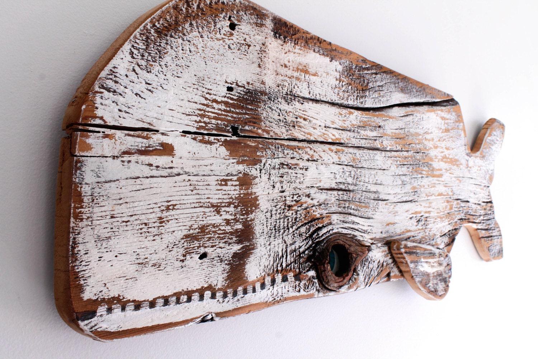 Baleias de madeira reciclada na decoração da casa de praia  #694135 1500x1000