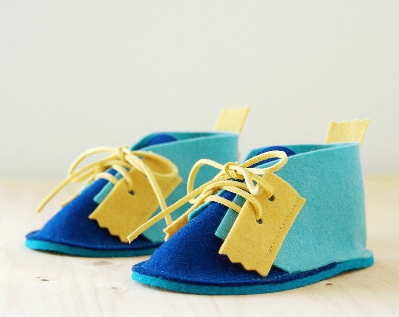 Baby booties Ooop Blue - pure wool felt baby shoes in turquoise, navy blue & yellow