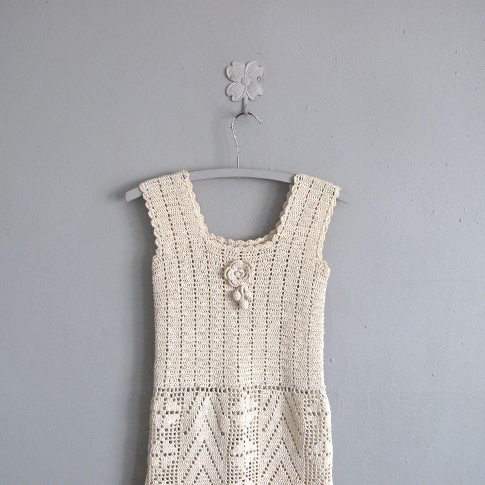 <br />1960s vintage TEA STAINED crochet juniors dress<br />