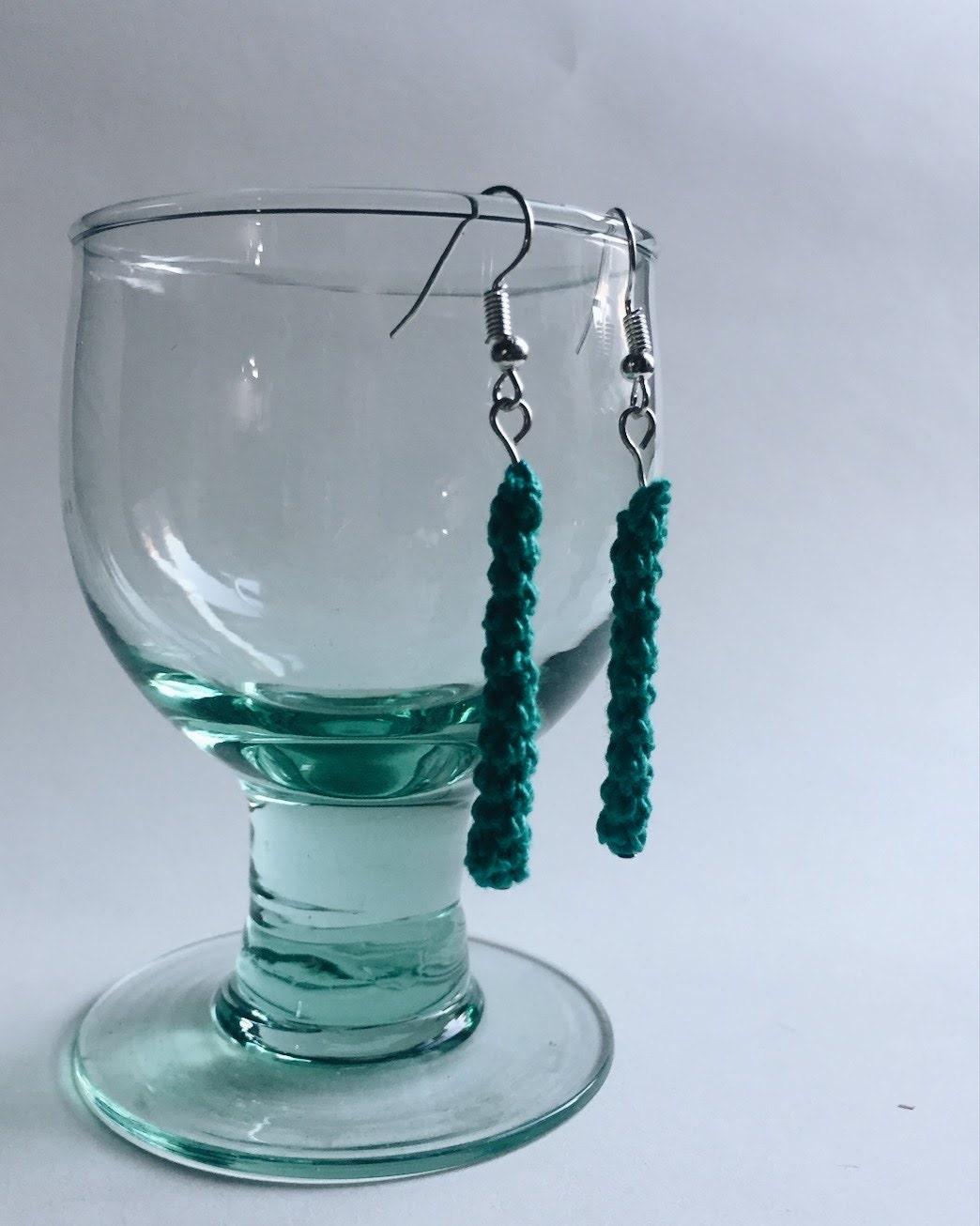Emerald green lightweight drop earrings
