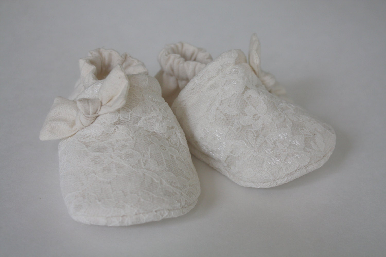 creme white lace baby shoes, slippers, crib shoes, indoor shoes 0-2Tmonths - mychickiet