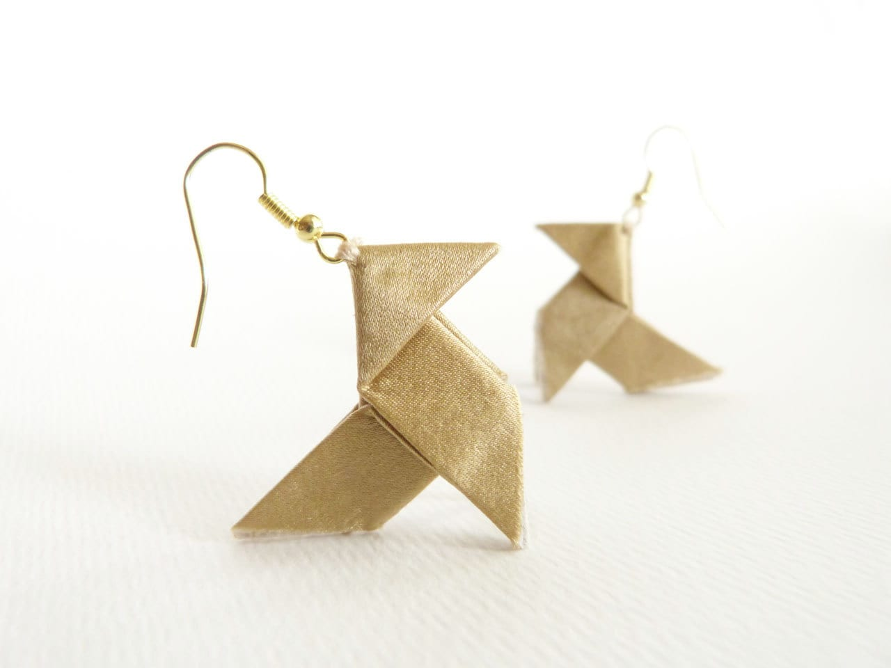 Gold silk Origami earrings with golden hooks - Joliejye