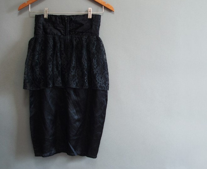 80s vintage high waist cummerbund black party skirt with a lacey layer