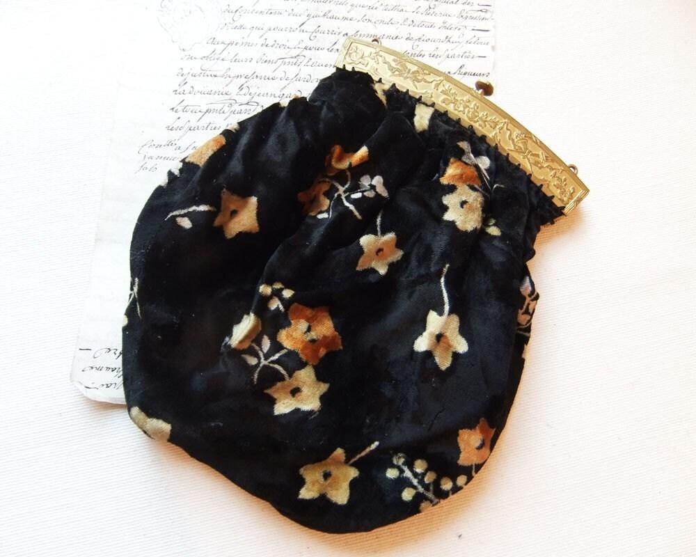 Black and Gold Velvet Vintage Bag