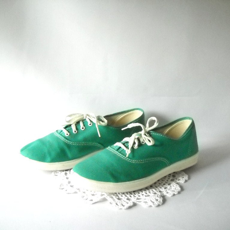 Vintage Green Sneakers Ms Pro Tennis Shoes Size 7.5  Lace Up Womens Sporty Shoes Preppy Style Cheerleader Chic - VintageEyeFashion