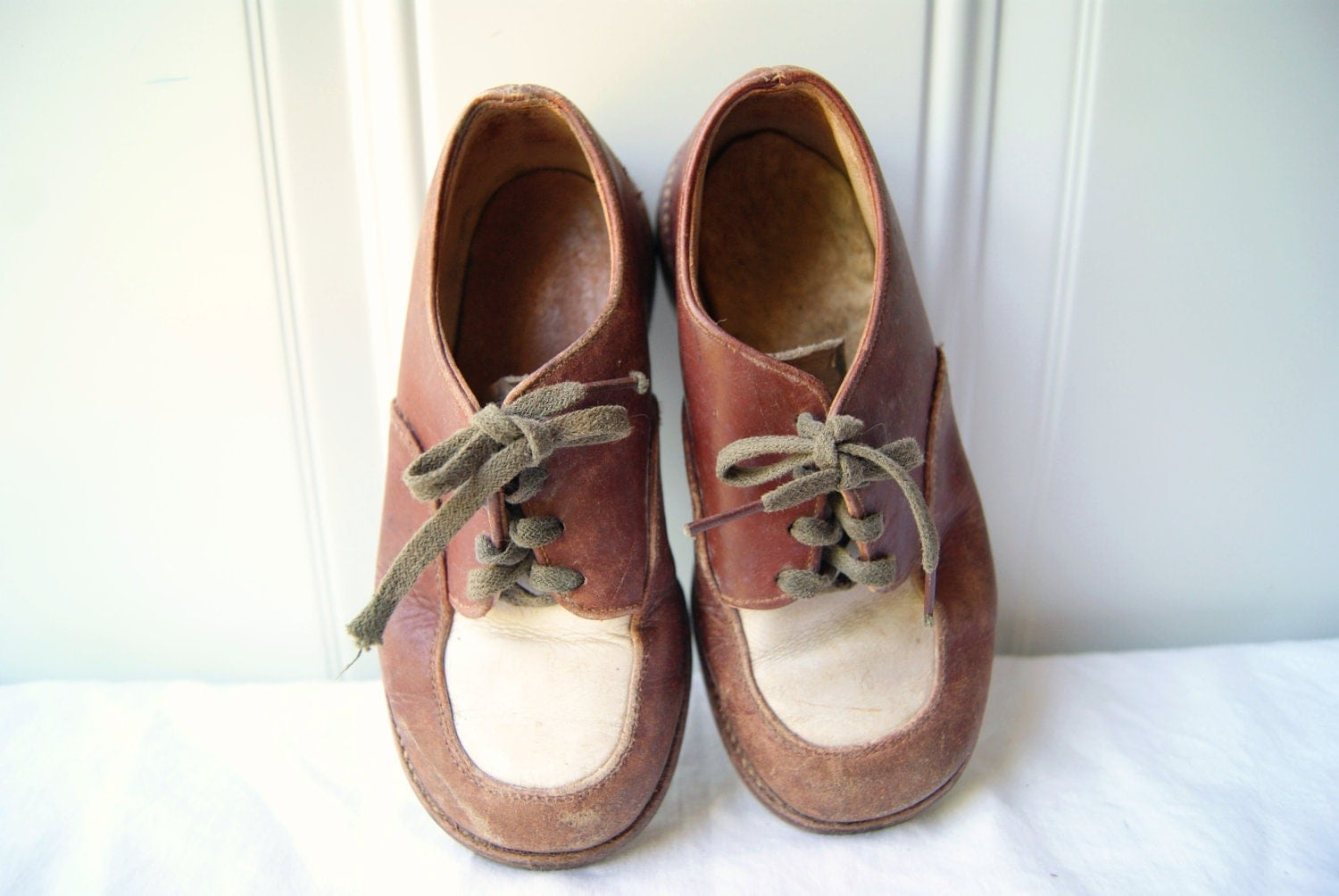 Old Vintage 1950s Brown Leather Toddler Shoes - EmeraldRooster