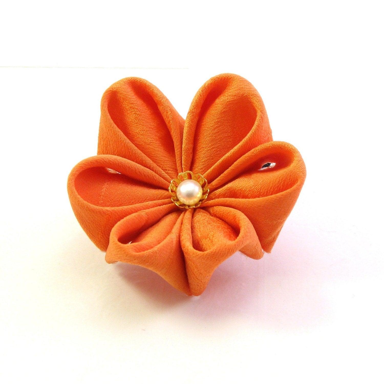 papierblumen falten stoffblumen schmuck. Black Bedroom Furniture Sets. Home Design Ideas