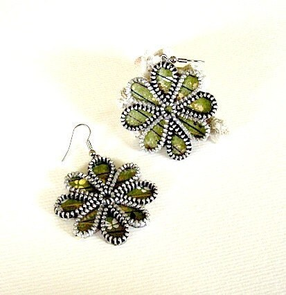 Flower zipper earrings