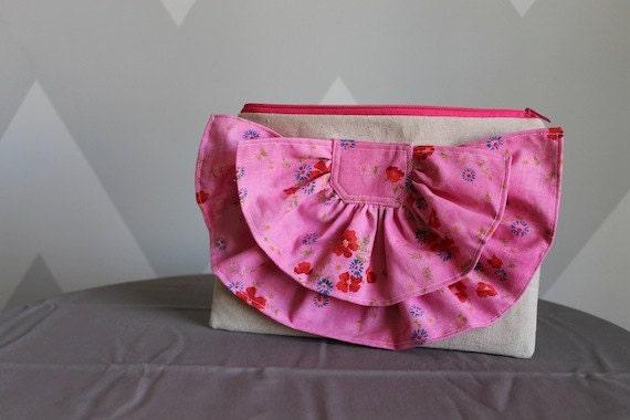 Vintage Ruffle Clutch - Pretty Pink