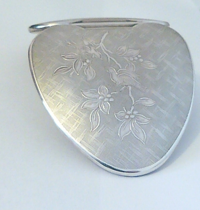 Romantic gifts for her rare sterling silver Kigu CHERIE LOVEBIRDS powder compact assayed 1942