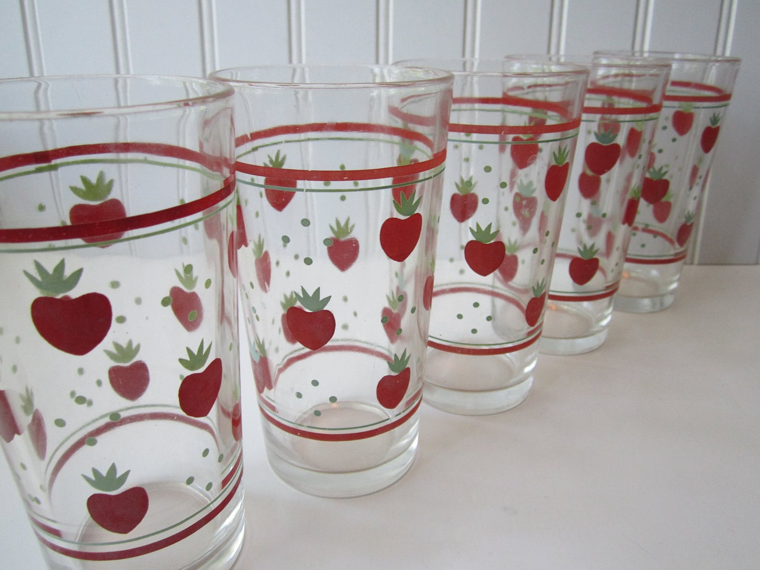 Vintage  Strawberry  Glass Tumblers Set of Five - jenscloset