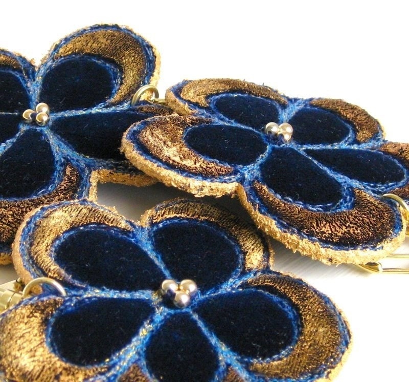 Keyring flower dark blue velvet golden