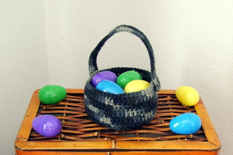 Crocheted Basket with Handle