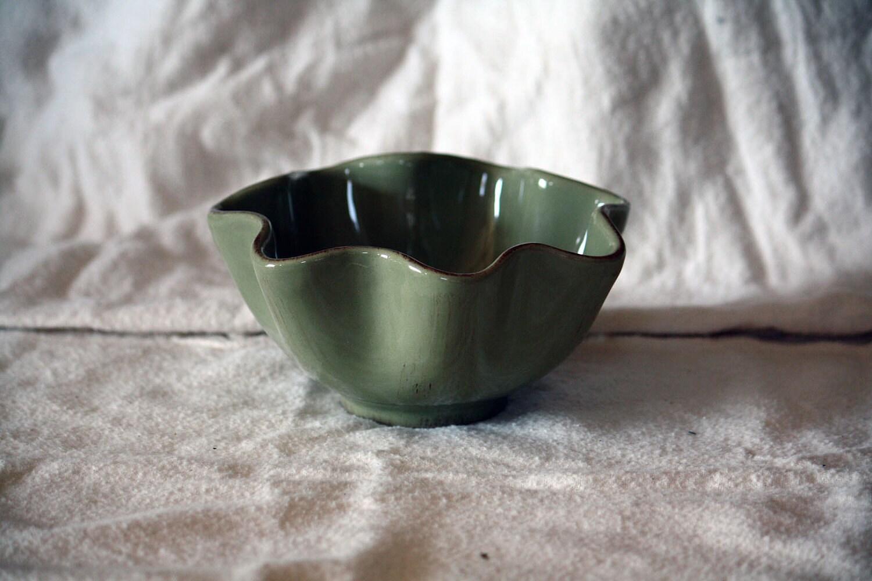 Vintage Green Ruffled Wavy Edge Bowl, Potpourri Dish, Retro Home Decor, Scalloped Edge Painted Terra Cotta dreamt elitett - OneDecember