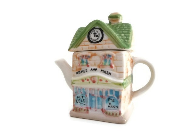 Vintage Ceramic Tea Pot - House miniature - collectibles - madlyvintage