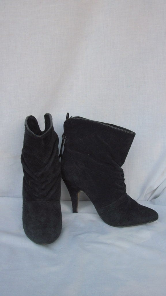 SZ .5.5 VINTAGE BLACK SUEDE GATHERED HIGH HEEL FOLD DOWN CUFF ANKLE BOOTS